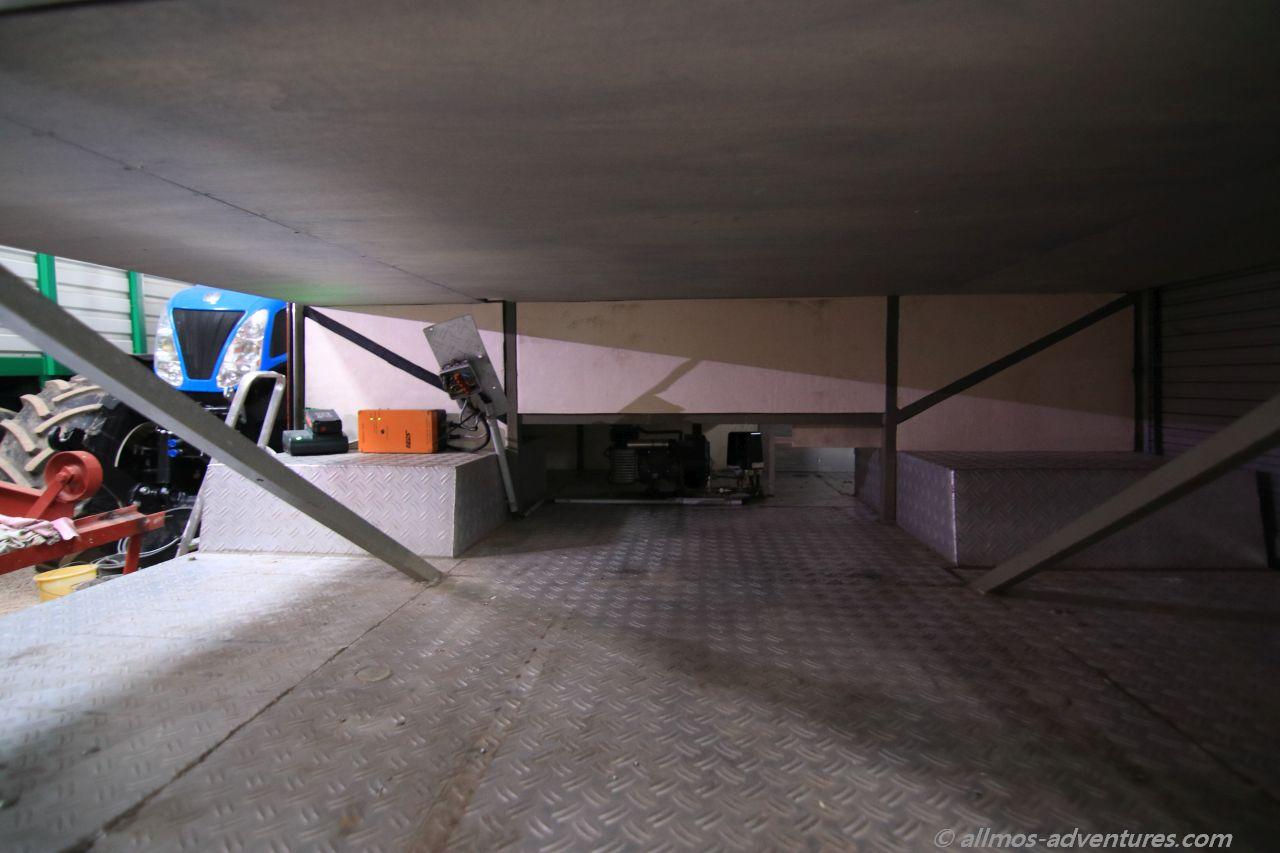 der Keller: Pappelsperrholz von unten