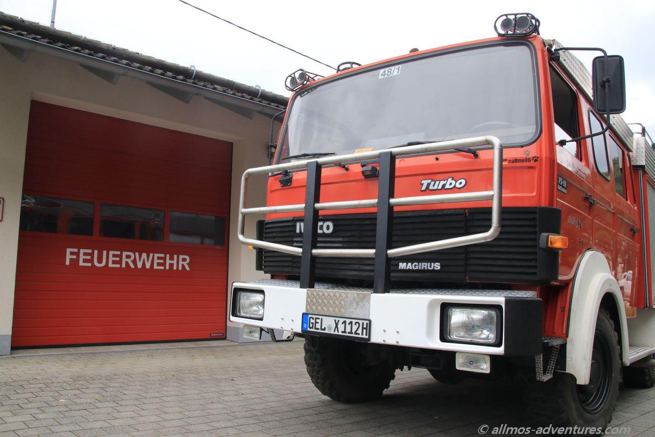 Allmo vor der Feuerwache in Enkirch