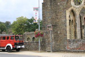 Allmo vor der Abtei Villers-la-Ville