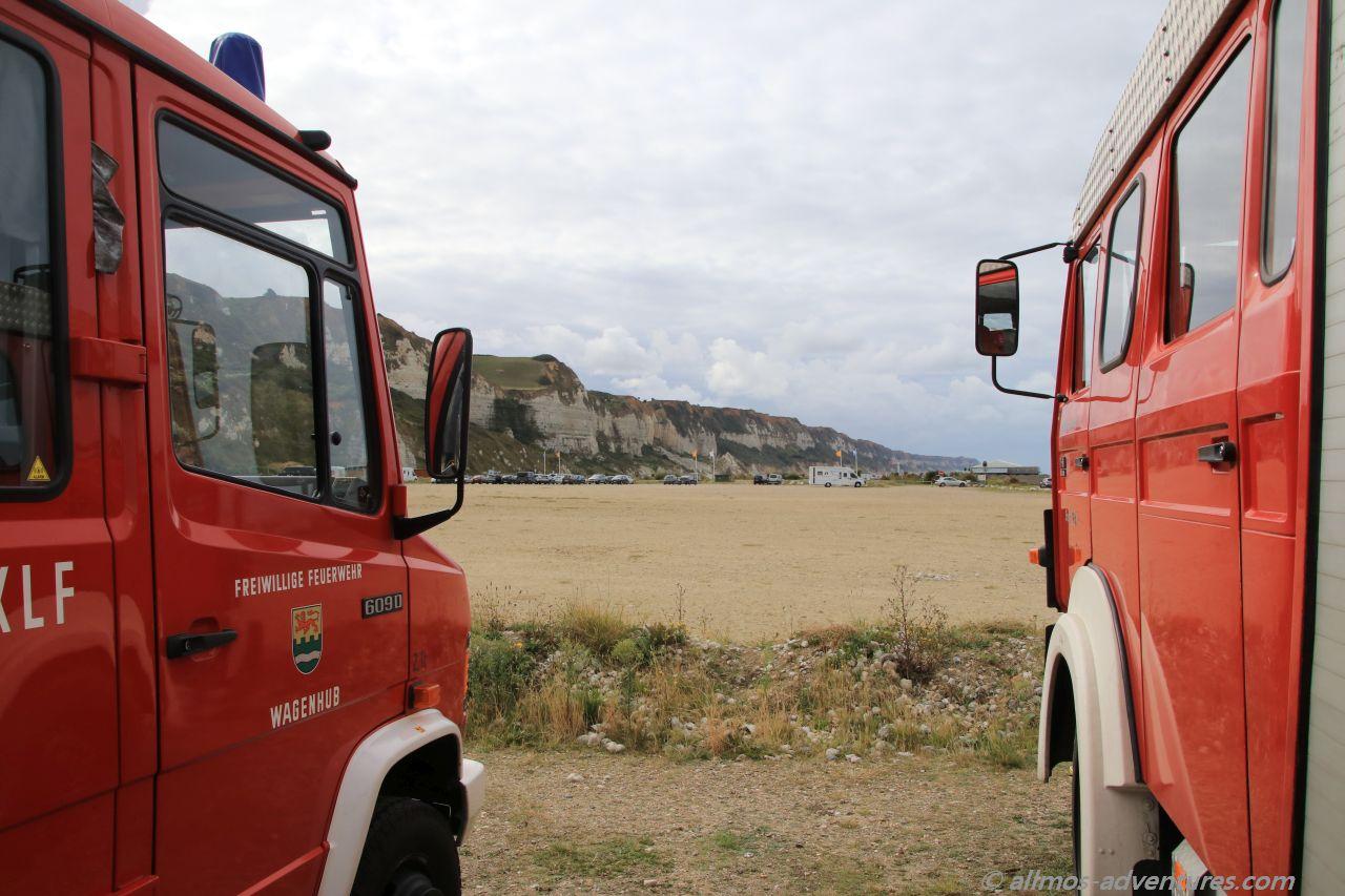 Foxymobil und Allmo mit Blick auf die Steilküste