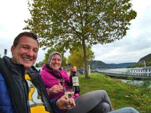 zum Ausklang köstlichen Wein am Rhein